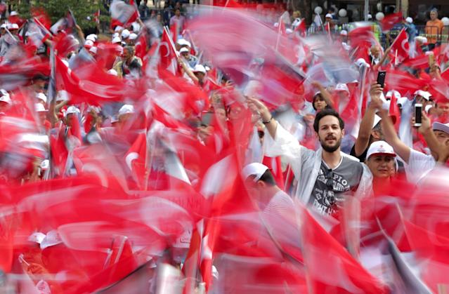 Supporters of Muharrem Ince, presidential candidate of Turkey's main opposition Republican People's Party (CHP), attend his election rally in Ankara, Turkey June 22, 2018. REUTERS/Stoyan Nenov TPX IMAGES OF THE DAY