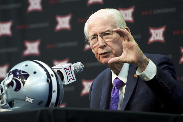 Kansas State football head coach Bill Snyder agrees to five-year contract extension at age 78. (AP Photo)
