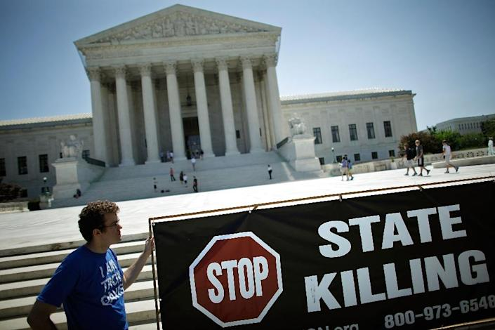 Death penalty opponents protest in front of the US Supreme Court, which in June upheld the use of the drug midazolam, used in lethal injections, saying it does not violate the Constitution (AFP Photo/Chip Somodevilla)