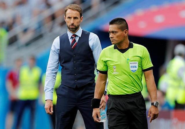 <p>England manager Gareth Southgate and fourth official Norbert Hauata during the match REUTERS/Carlos Barria </p>