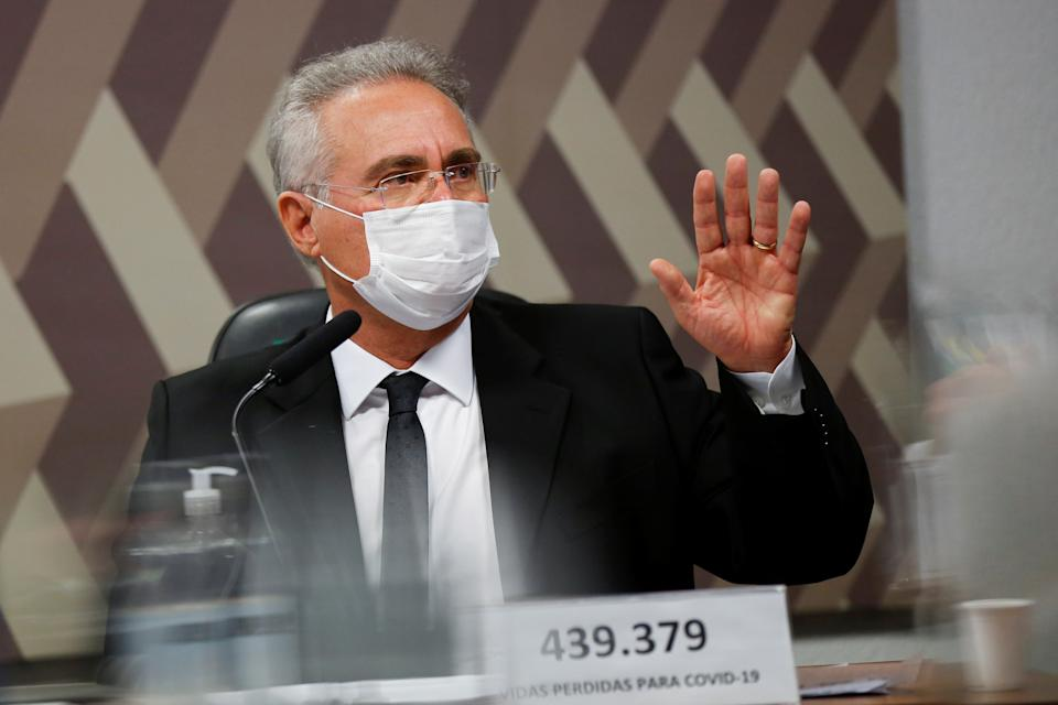 Brazilian Senator Renan Calheiros gestures during a meeting of the Parliamentary Inquiry Committee (CPI) to investigate government actions and management during the coronavirus disease (COVID-19) pandemic, at the Federal Senate in Brasilia, Brazil May 19, 2021. REUTERS/Adriano Machado