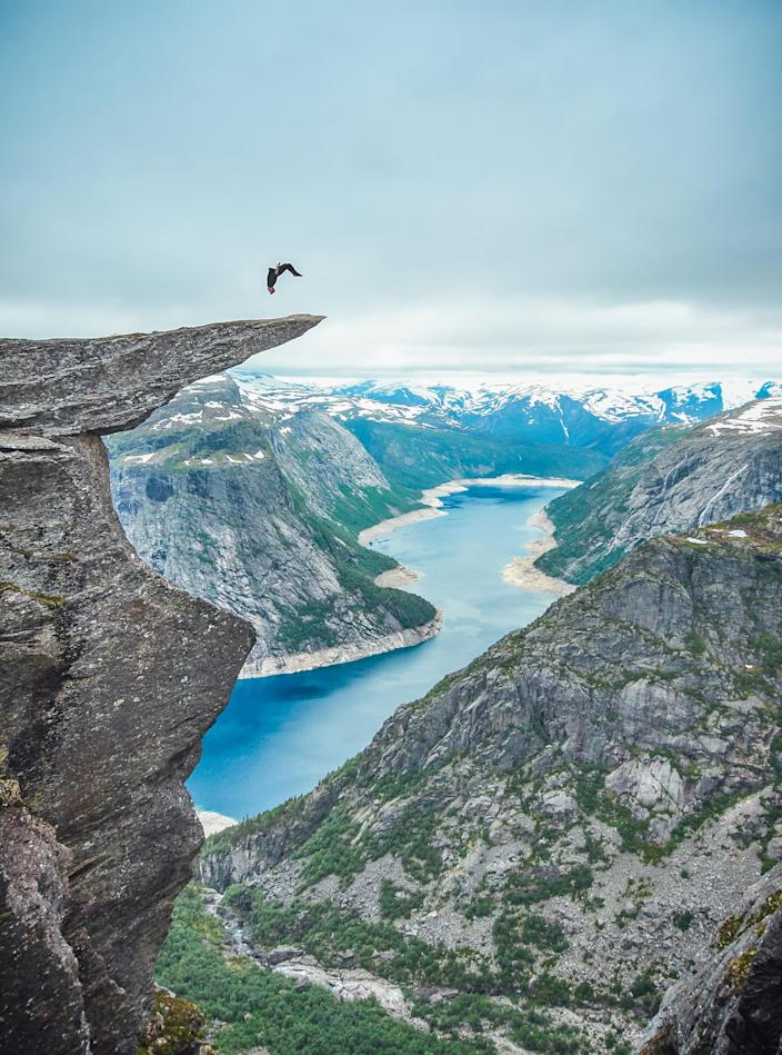 Toby Segar doing a backflip on Troll Tongue in Norway. (Photo: Robert Godwin/Caters News)