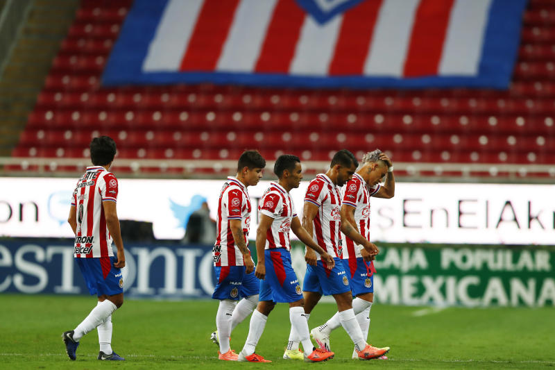 ZAPOPAN, MEXICO - JULY 25: Players of Chivas react after the 1st round match between Chivas and Leon as part of the Torneo Guard1anes 2020 Liga MX at Akron Stadium on July 25, 2020 in Zapopan, Mexico. (Photo by Refugio Ruiz/Getty Images)