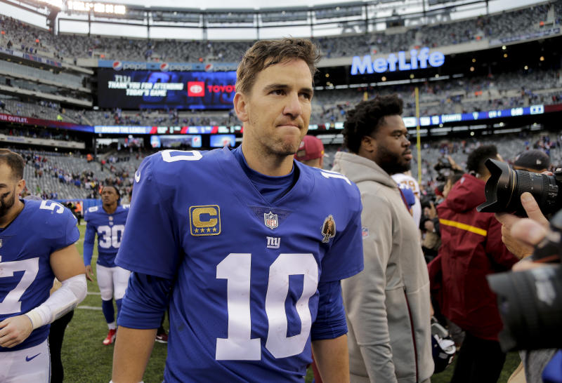 Terrell Owens says Giants need to bench Eli Manning