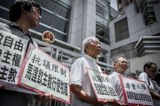 Cardinal Joseph Zen Ze-kiun (C) takes part in a protest over religious freedom on mainland China