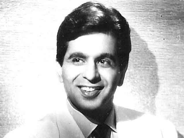 Dilip Kumar: Well it may come as a surprise but veteran actor Dilip Kumar was offered a lead role in the award winning David Lean movie Lawrence of Arabia (1962).  But the actor refused the role which ultimately was bagged by Egyptian actor Omar Sharif.