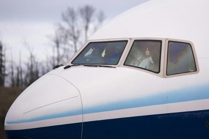 A pilot gives a thumbs up as he taxis a Boeing 777X airplane before taking off on its inaugural flight at Paine Field in Everett, Washington in the United States on January 25, 2020 (AFP Photo/Jason Redmond)