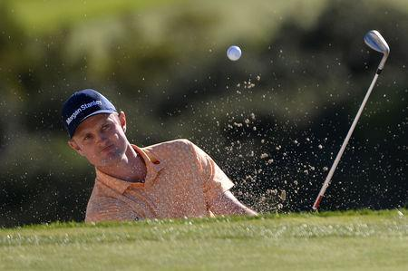 FILE PHOTO: Jan 27, 2019; San Diego, CA, USA; Justin Rose plays a shot from a bunker on the 14th hole during the final round of the Farmers Insurance Open golf tournament at Torrey Pines Municipal Golf Course - South Course. Mandatory Credit: Orlando Ramirez-USA TODAY Sports/File Photo