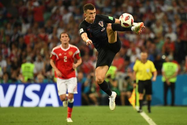<p>Ivan Perisic sale in cielo per controllare un pallone. / AFP PHOTO / Kirill KUDRYAVTSEV / RESTRICTED TO EDITORIAL USE – NO MOBILE PUSH ALERTS/DOWNLOADS </p>