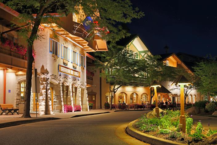 A street with shops in Frankenmuth
