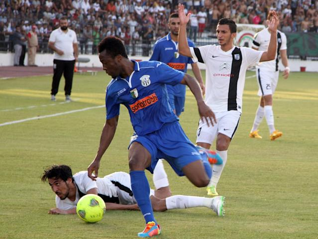 CS Sfaxien's Meher Hannachi (L) falls down as he fights for the ball with and ES Setif's Ben jamin Zeondo (C) during their CAF Champions League group B football match Algerian ES Setif against Tunisia CS Sfaxien on August 23, 2014 in Sfax (AFP Photo/Hosni)
