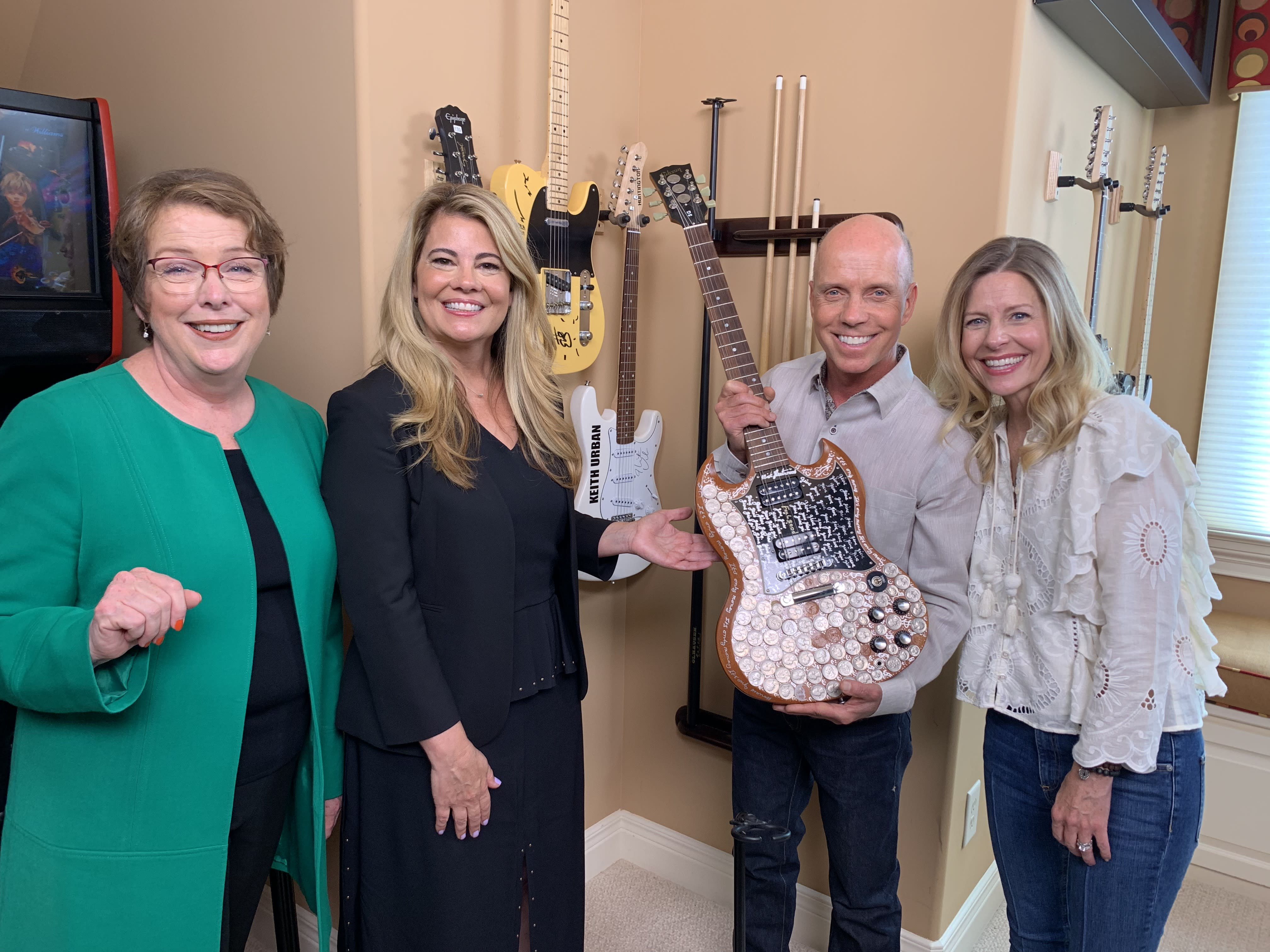 "Lisa Whelchel (2nd from left) and Olympic gold medalist Scott Hamilton (2nd from the right) on her show, ""Collector's Call"" (Photo: MeTV Network)"