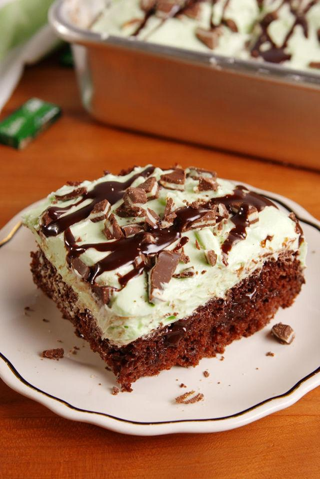 "<p>Mint and chocolate are the perfect duo.</p><p>Get the recipe from <a rel=""nofollow"" href=""http://www.delish.com/cooking/recipe-ideas/recipes/a52270/grasshopper-poke-cake-recipe/"">Delish</a>.</p>"