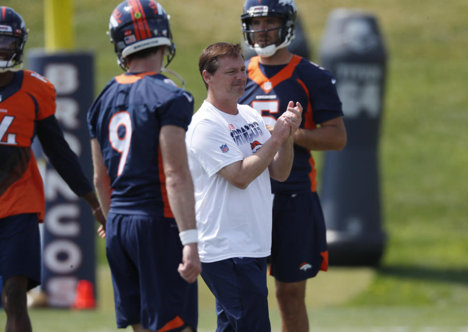 Denver Broncos offensive coordinator Rich Scangarello, center, directs quarterbacks Kevin Hogan(9) and Joe Flacco during an NFL football practice Tuesday, Aug. 27, 2019, at the team's headquarters in Englewood, Colo. (AP Photo/David Zalubowski)