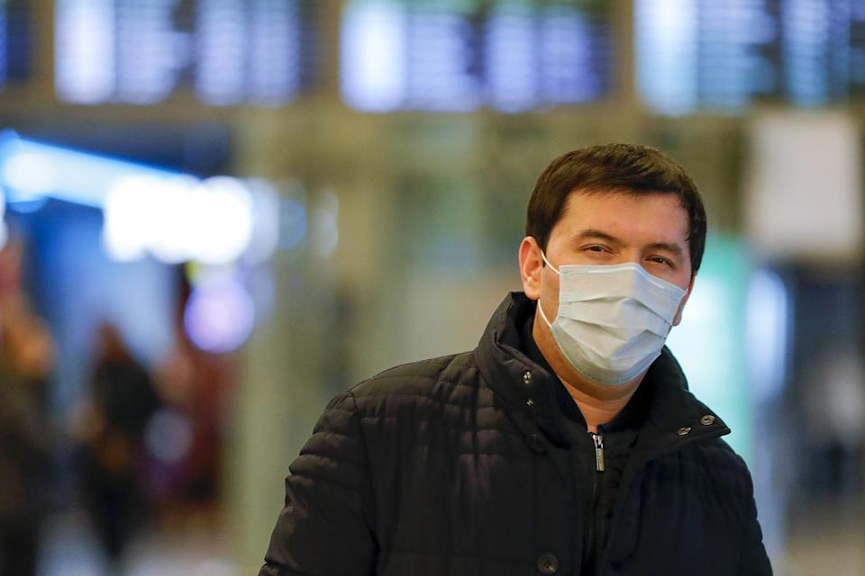 MOSCOW, RUSSIA - JANUARY 30, 2020: A man wearing a face mask at Vnukovo International Airport; Screening the temperatures of arriving passengers is under way at Vnukovo Airport in connection with an outbreak of the 2019-nCoV coronavirus in Wuhan, China; recently, the number of people in China infected with the new coronavirus has reached more than 7,000, with the death toll in China reaching 170. Mikhail Japaridze/TASS (Photo by Mikhail Japaridze\TASS via Getty Images)