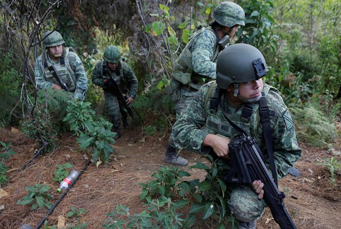 <p>Soldiers stand guard during a military operation in the municipality of Coyuca de Catalan, Mexico, April 18, 2017. (Photo: Henry Romero/Reuters) </p>