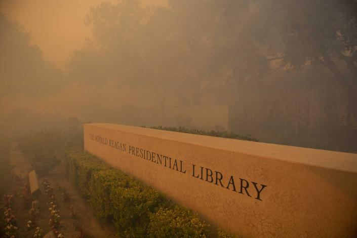 Smoke engulfs around the Ronald Reagan Library during the Easy Fire, Wednesday, Oct. 30, 2019, in Simi Valley, Calif.  (Photo: Christian Monterrosa/AP)