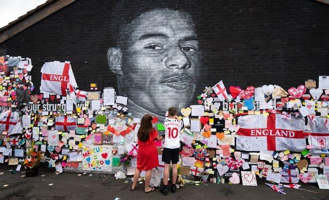 Messages of support on the mural