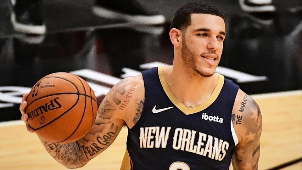 New Orleans Pelicans guard Lonzo Ball dribbles ball vs Miami Heat