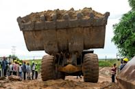 The extracted ore is trucked to the Disele washing plant, about 10 minutes away on a clay road