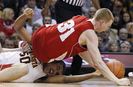 Wisconsin's Mike Bruesewitz (31) scrambles for a loose ball against Minnesota's Ralph Sampson III (50) during the first half of an NCAA college basketball game Thursday, Feb. 9, 2012, in Minneapolis. (AP Photo/Genevieve Ross)