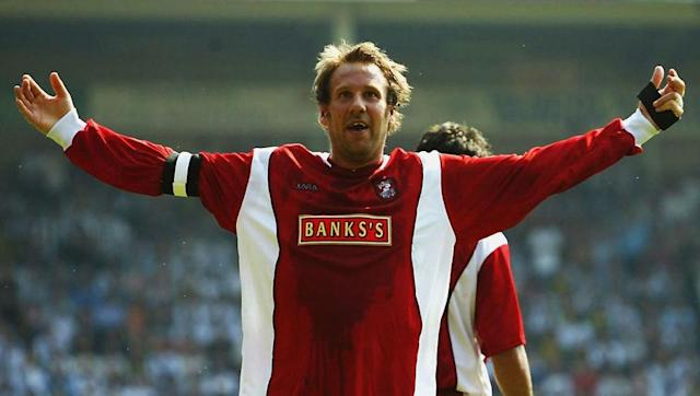 "<p>Recognising the integral role Paul Merson played in Portsmouth's promotion to the Premier League 14 years prior, Redknapp gives his old mate a call to make a triumphant return to the Championship.</p> <br><p>Merson, not recognising that his new job will mean he's unable to fulfil his duties on Sky Sports' Soccer Saturday any longer, unwittingly accepts and spends the summer attempting to get back into shape.</p> <br><p>Merse arrives in the dressing room on the first day of pre-season training, and questions arrival of Nico Kranjcar behind the player's back. He asks ""what does he know about the Championship?"" and recommends the signing of Ray Parlour instead.</p>"