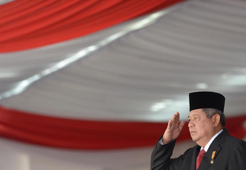 Indonesian President Susilo Bambang Yudhoyono salutes during a ceremony for the 69th Indonesian Independence day at the presidential palace in Jakarta on August 17, 2014 (AFP Photo/Adek Berry)