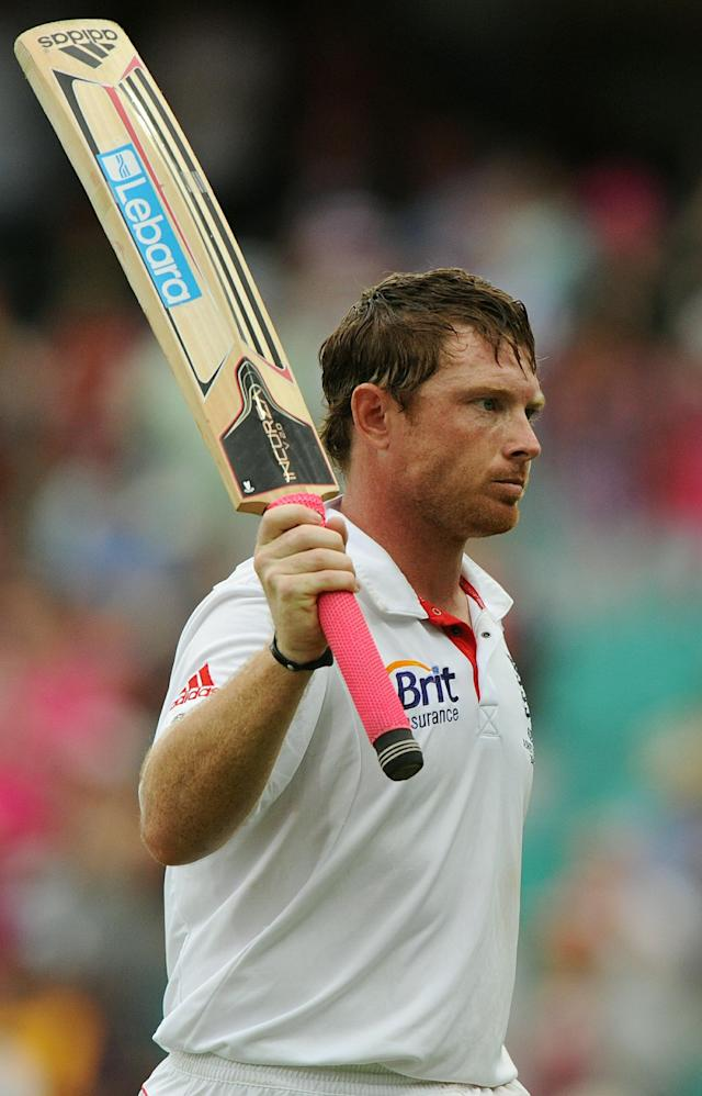 England batsman Ian Bell raises his bat as he leaves the ground after being dismissed on day three of the fifth Ashes cricket Test against Australia at the Sydney Cricket Ground on January 5, 2011. Bell was out on 115. IMAGE STRICTLY RESTRICTED TO EDITORIAL USE - STRICTLY NO COMMERCIAL USE AFP PHOTO / Greg WOOD (Photo credit should read GREG WOOD/AFP/Getty Images)