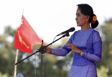 Myanmar opposition leader Aung San Suu Kyi gives a speech as she campaigns for the upcoming general election, in Loikaw capital city of Kayah state September 11, 2015. REUTERS/Soe Zeya Tun