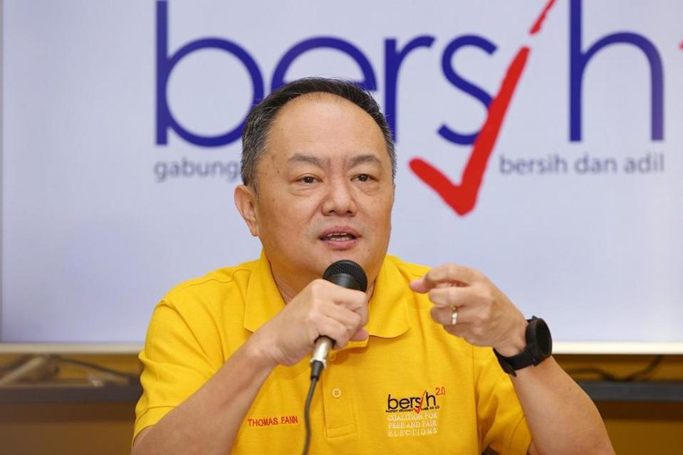Bersih 2.0 chairman Thomas Fann speaks during a press conference in Kuala Lumpur November 29, 2019. — Picture by Choo Choy May