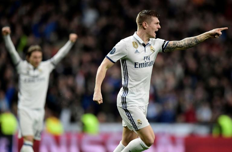Real Madrid's midfielder Toni Kroos celebrates a goal during the UEFA Champions League round of 16 first leg football match against SSC Napoli February 15, 2017