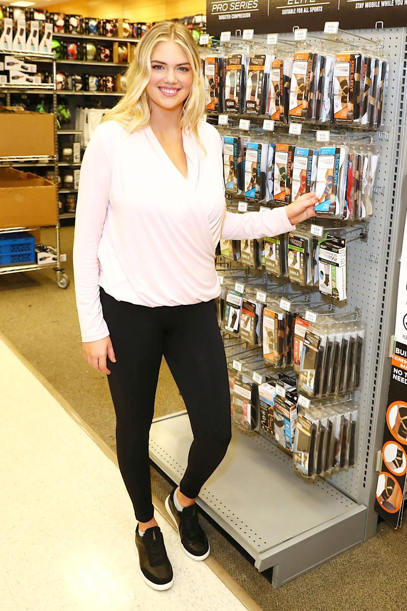 98bad8e7f8b4 New Mom Kate Upton Steps Out in Leggings and Sneakers Nine Weeks After  Giving Birth to Daughter