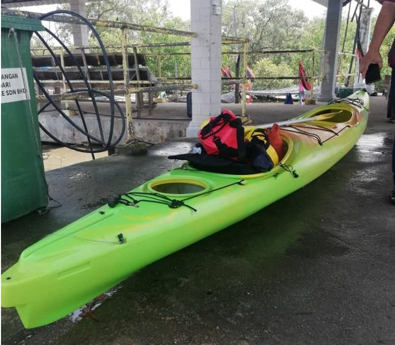 The kayak which was found by fishermen at 0.6 nautical miles southeast of Tanjung Gelang near Kuantan in Pahang has been handed over to the state MMEA for further action. — Picture courtesy of Malaysian Maritime Enforcement Agency