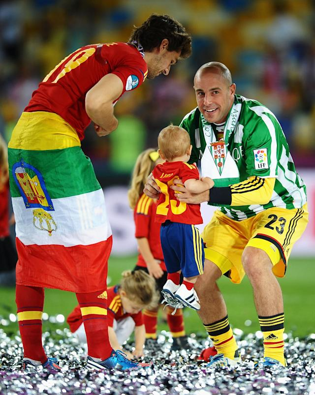 KIEV, UKRAINE - JULY 01: Pepe Reina of Spain holds his son Luca Reina next to team-mate Fernando Llorente following their team's victory in the UEFA EURO 2012 final match between Spain and Italy at the Olympic Stadium on July 1, 2012 in Kiev, Ukraine. (Photo by Laurence Griffiths/Getty Images)