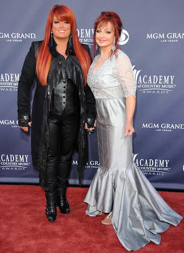 """Wynonna and Naomi Judd  Grade: F   On the flip side, mother-daughter duo Wynonna and Naomi Judd -- who aren't exactly known for being fashion plates -- also lived up to their reputations when they arrived wearing these garish getups. Jason Merritt<a href=""""http://www.gettyimages.com/"""" target=""""new"""">GettyImages.com</a> - April 3, 2011"""