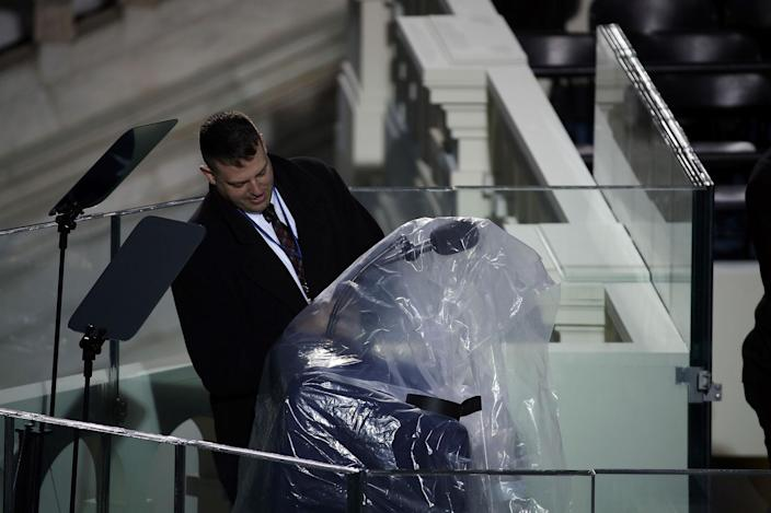 <p>Plastic tarp protects the podium where Donald Trump will be sworn in on the West Front of the U.S. Capitol on January 20, 2017 in Washington, DC. (Photo: Drew Angerer/Getty Images) </p>