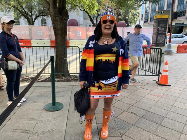 Accessorizing in team colors is a big thing in Houston. (Photo by Hannah Keyser.)