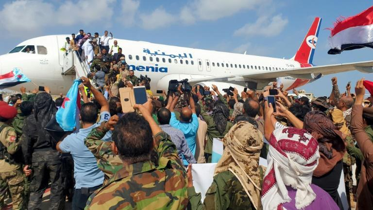 Yemenis welcomed members of the new unity government at the Aden airport shortly before the explosions