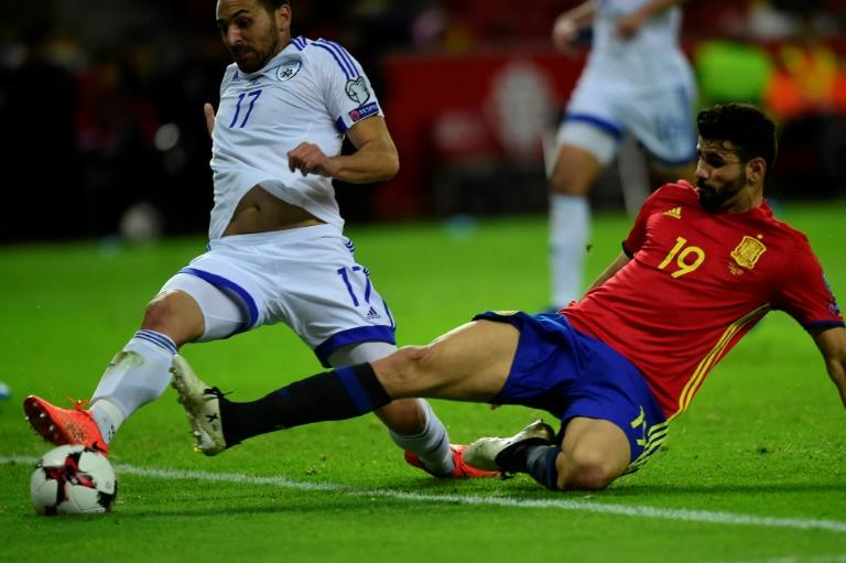 Spain's forward Diego Costa (R) vies with Israel's defender Shir Tzedek during the WC 2018 group G football qualifing match March 24, 2017