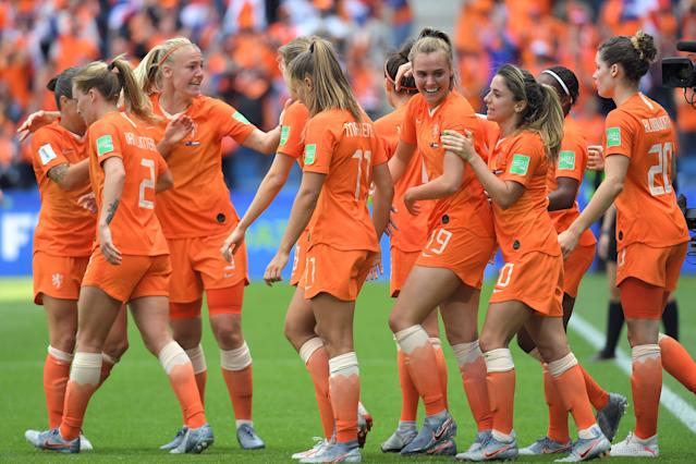 Netherlands' midfielder Jill Roord (3rdR) is congratulated by teammates after scoring a goal during the France 2019 Women's World Cup Group E football match between New Zealand and the Netherlands, on June 11, 2019, at the Oceane Stadium in Le Havre, northwestern France. (Photo by LOIC VENANCE / AFP) (Photo credit should read LOIC VENANCE/AFP/Getty Images)