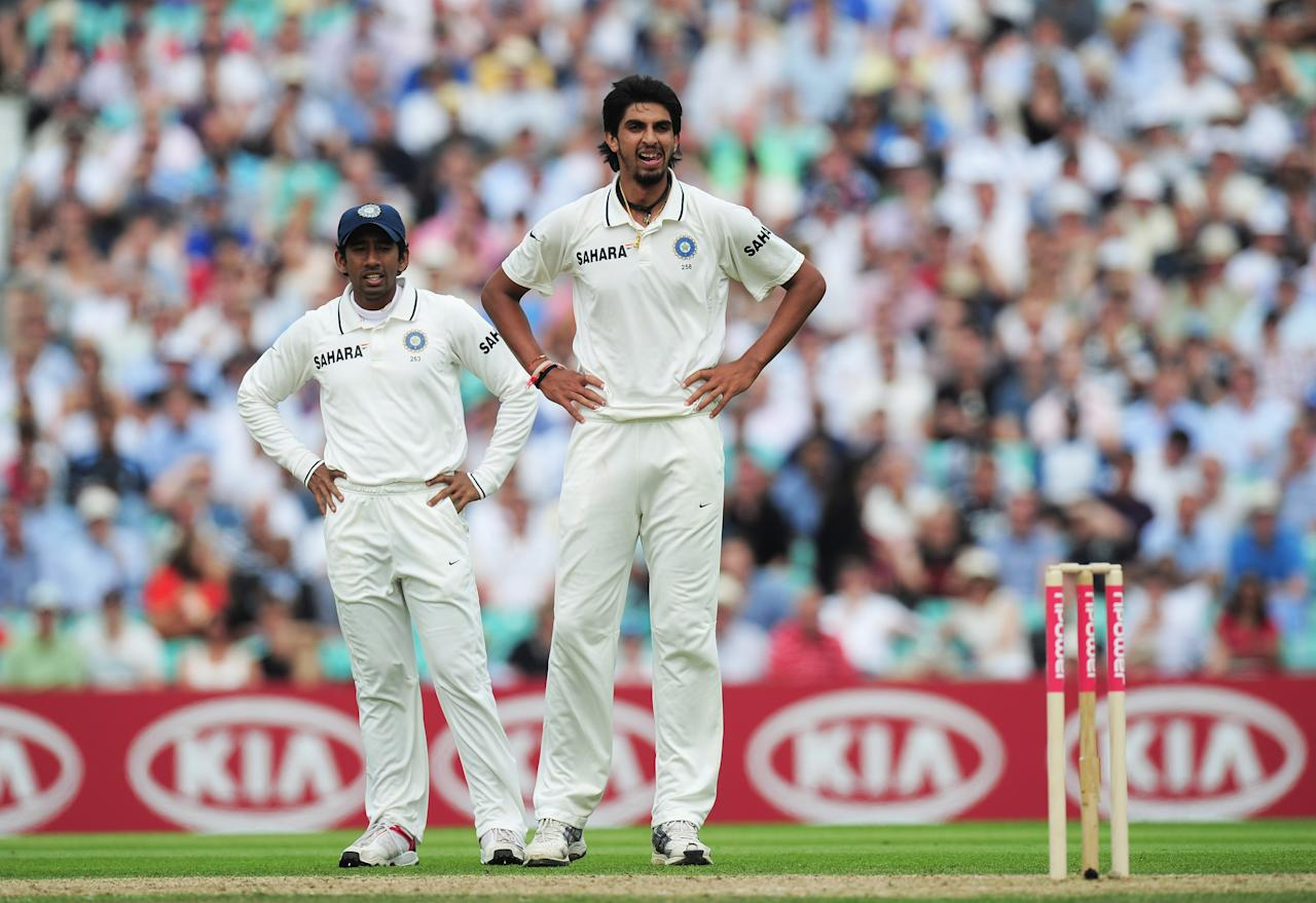 LONDON, ENGLAND - AUGUST 19: Ishant Sharma (R) of India looks dejected with Wriddhiman Saha during day two of the 4th npower Test Match between England and India at The Kia Oval on August 19, 2011 in London, England.  (Photo by Shaun Botterill/Getty Images)