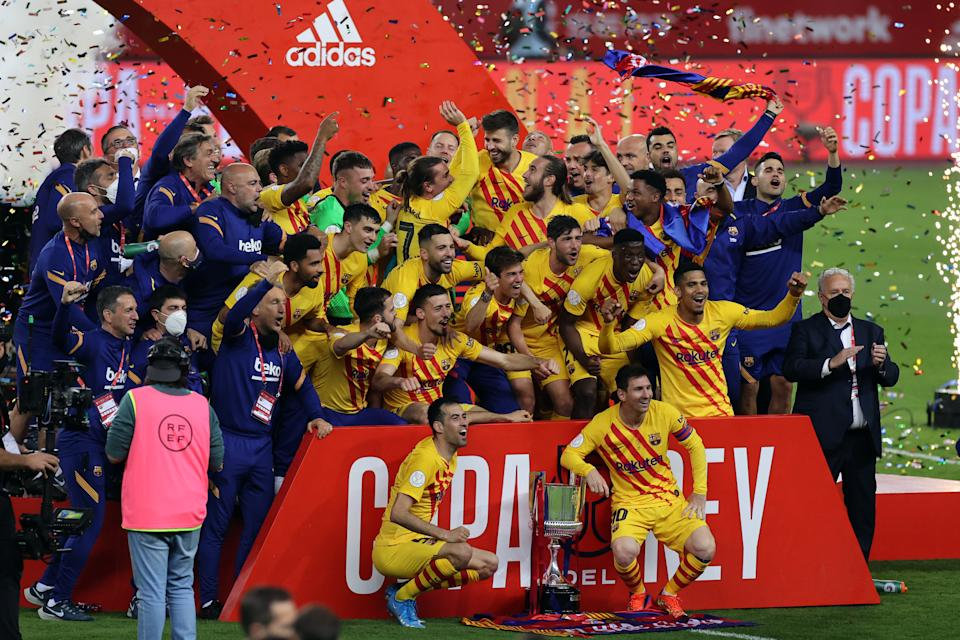 FC Barcelona playets celebrate after winning the Copa Del Rey Final match between Athletic Club and FC Barcelona  at Estadio de La Cartuja in Sevilla, Spain, on April 17, 2021.  Sporting stadiums around Spain remain under strict restrictions due to the Coronavirus Pandemic as Government social distancing laws prohibit fans inside venues resulting in games being played behind closed doors.  (Photo by Jose Luis Contreras/DAX Images/NurPhoto via Getty Images)