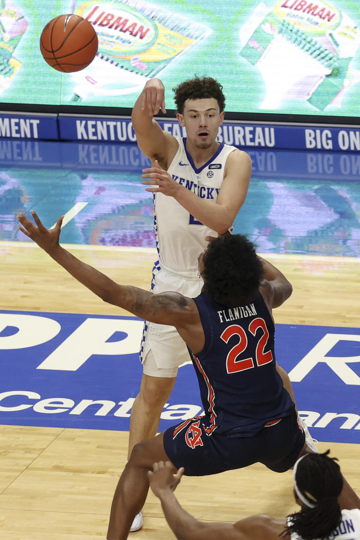 Kentucky's Devin Askew, top, passes over Auburn's Allen Flanigan (22) during the second half of an NCAA college basketball game in Lexington, Ky., Saturday, Feb. 13, 2021. (AP Photo/James Crisp)