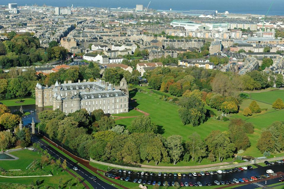 """<p>The <a href=""""https://www.rct.uk/visit/palace-of-holyroodhouse"""" rel=""""nofollow noopener"""" target=""""_blank"""" data-ylk=""""slk:Palace of Holyroodhouse"""" class=""""link rapid-noclick-resp"""">Palace of Holyroodhouse</a> is the official Scottish residence of Her Majesty The Queen, inviting visitors to spend a day following in the footsteps of historical royal figures.</p><p>Alongside stately galleries and an atmospheric Abbey beside the palace, there is a well-thought out programme of family-focused activities, like storytelling and face painting.<br></p><p>Tickets must be booked in advance as the palace is currently operating at a reduced capacity.</p><p><a class=""""link rapid-noclick-resp"""" href=""""https://go.redirectingat.com?id=127X1599956&url=https%3A%2F%2Fwww.booking.com%2Flandmark%2Fgb%2Fpalace-of-holyrood-house.en-gb.html%3Faid%3D2070936%26label%3Dprima-edinburgh-kids&sref=https%3A%2F%2Fwww.prima.co.uk%2Ftravel%2Fg34809522%2Fedinburgh-with-kids%2F"""" rel=""""nofollow noopener"""" target=""""_blank"""" data-ylk=""""slk:HOTELS NEAR PALACE OF HOLYROODHOUSE"""">HOTELS NEAR PALACE OF HOLYROODHOUSE</a> </p>"""