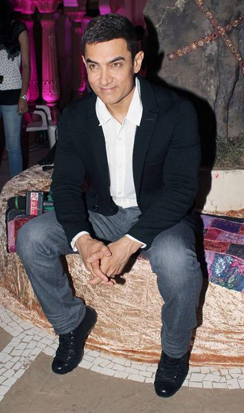 Aamir promoting 'Talaash'