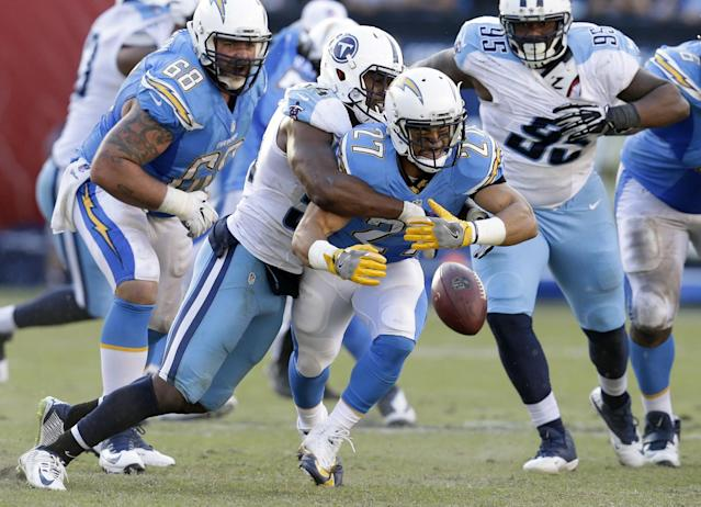 <p>San Diego Chargers running back Kenneth Farrow (27) can't hold on to the pass as he is hit by Tennessee Titans inside linebacker Avery Williamson during the second half of an NFL football game Sunday, Nov. 6, 2016, in San Diego. (AP Photo/Rick Scuteri) </p>