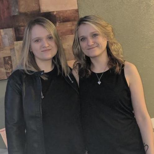 Taylor (L) and Tiffany (R) Erwin, twin servers at a Colorado restaurant, were given a $2,700 tip which they split in two. (Photo: Courtesy of Tiffany Erwin)