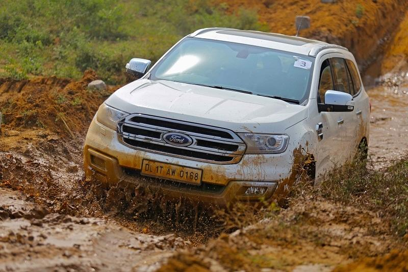 <strong>Ford Endeavour (Rs 31.5 lakh to Rs 37.6 lakh)-</strong> The Endeavour has the highest wading depth amongst midsize SUVs and can easily traverse flooded roads. It's 800mm wading depth is terrific.