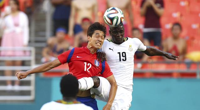 South Korea's Chu Young Park (12) and Ghana' Jonathan Mensah (19) battle for the ball during the first half of an international friendly soccer match in Miami Gardens, Fla., Monday, June 9, 2014. ( AP Photo/J Pat Carter)