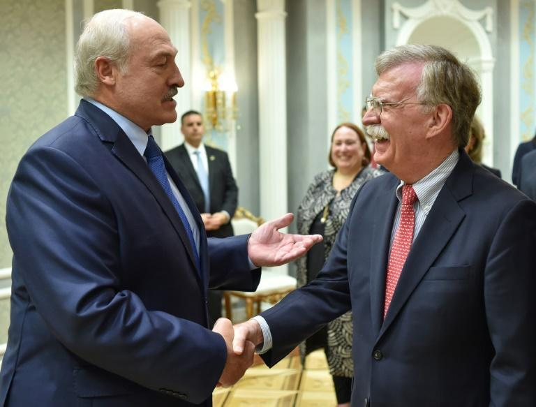 Belarus President Alexander Lukashenko (L) with US National Security Advisor John Bolton -- the highest-ranking US visit to Belarus in two decades (AFP Photo/Sergei GAPON )